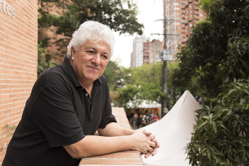 Juan José Hoyos viaja a Nuevos mundos a través de la crónica