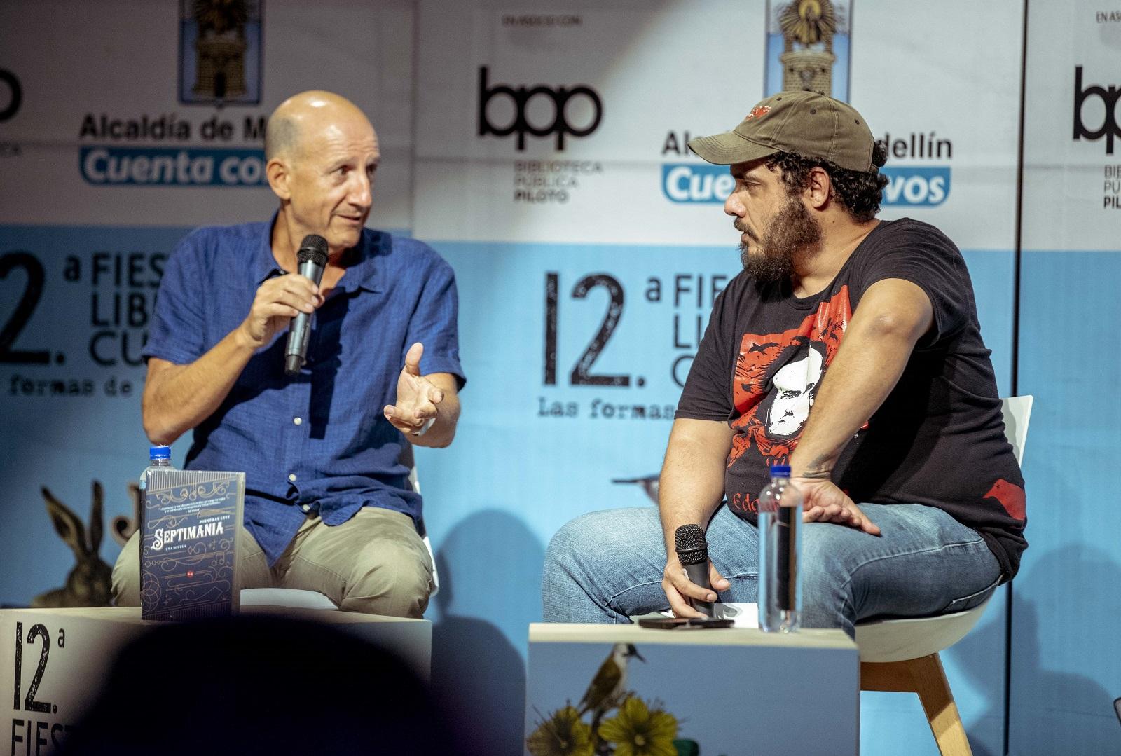 Jonathan Levi celebra su primer libro en español